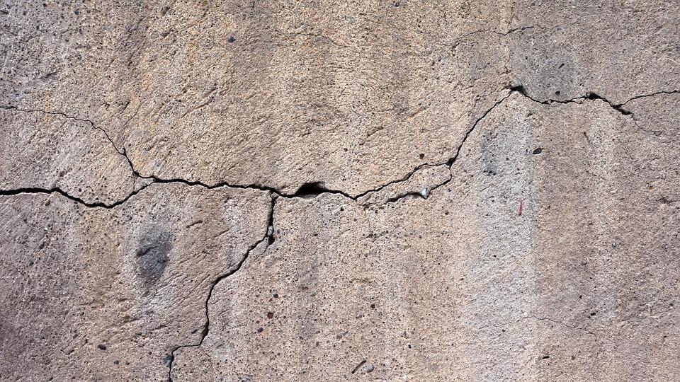 ремонт трещин в асфальте